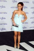 7f5e74118813241 Ariana Grande attends the Justin Bieber Never Say Never Premiere in L.A, Feb 8