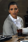 e76caa123089645 Kim Kardashian grabs a bite in Beverly Hills, Mar 10
