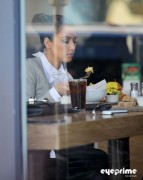 13e777123089671 Kim Kardashian grabs a bite in Beverly Hills, Mar 10