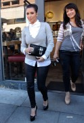 9d4314123089655 Kim Kardashian grabs a bite in Beverly Hills, Mar 10