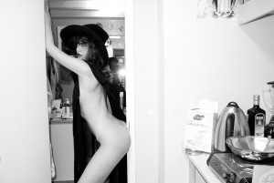 2ad03b198343319 Paz de la Huerta Nude At Home by Terry Richardson