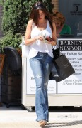 ff28a392882935 Sofia Vergara shops at Barneys New York in Beverly Hills, Aug 12, 2010