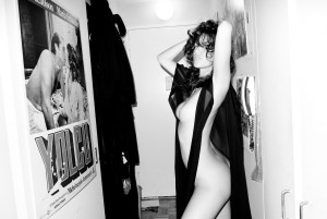 71eb2e198343297 Paz de la Huerta Nude At Home by Terry Richardson