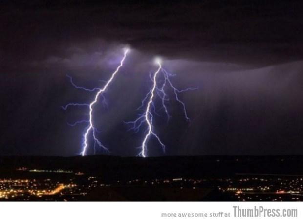 Lightning Thumbpress 17 630x459 Horrifying Lightning Storm Over Albuquerque, New Mexico