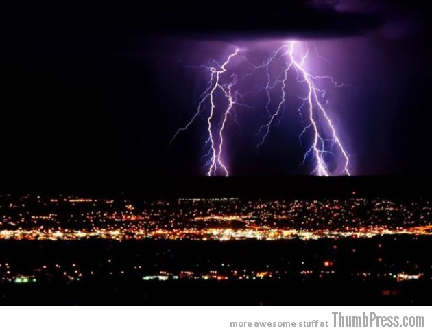 Lightning Thumbpress 26 630x485 Horrifying Lightning Storm Over Albuquerque, New Mexico