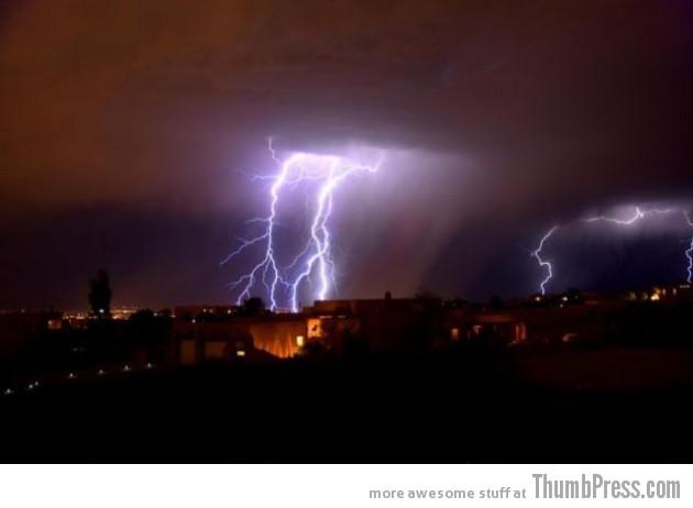 Lightning Thumbpress 3 630x462 Horrifying Lightning Storm Over Albuquerque, New Mexico