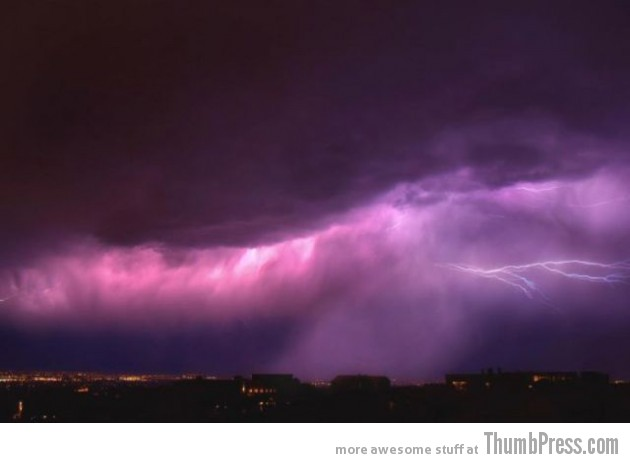 Lightning Thumbpress 33 630x463 Horrifying Lightning Storm Over Albuquerque, New Mexico
