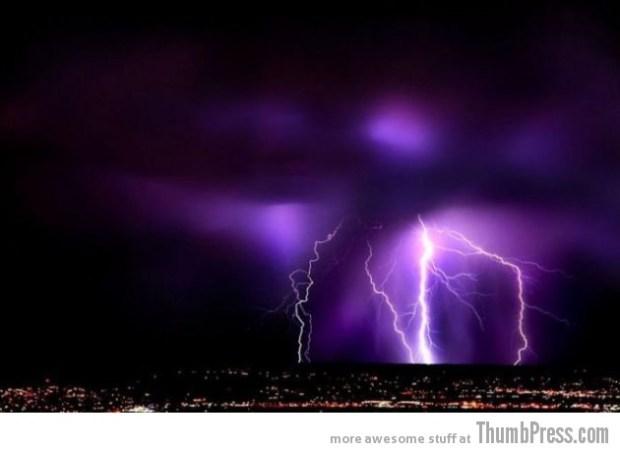 Lightning Thumbpress 34 630x459 Horrifying Lightning Storm Over Albuquerque, New Mexico