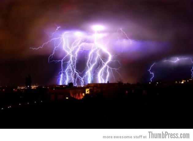 Lightning Thumbpress 9 630x462 Horrifying Lightning Storm Over Albuquerque, New Mexico