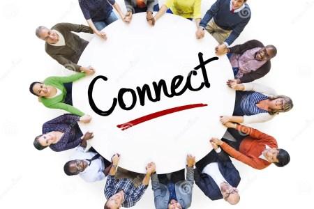 les personnes diverses en cercle avec relient le concept 42042805