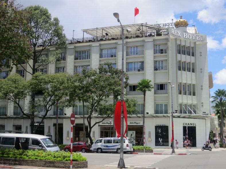 High Street of HCMC/ 名牌雲集的街道