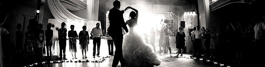 cropped-cropped-Bride-and-Groom-First-Dance-Black-and-White.jpg