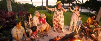 aulani-fireside-storytelling-aunty-telling-story-to-kids