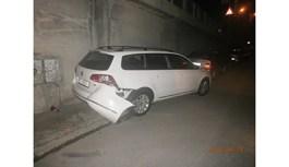 A ras cu motostivuitorul câteva autovehicule parcate pe Calea Șagului