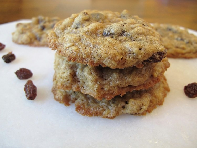 02Chewy_Oatmeal_Raisin_Cookies_1024x768