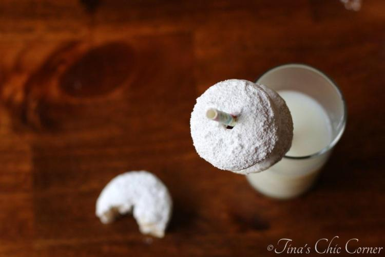 09Mini Powdered Doughnuts