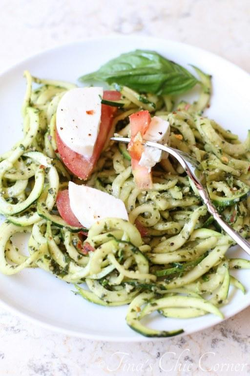 Pesto Caprese Zucchini Noodle Salad09