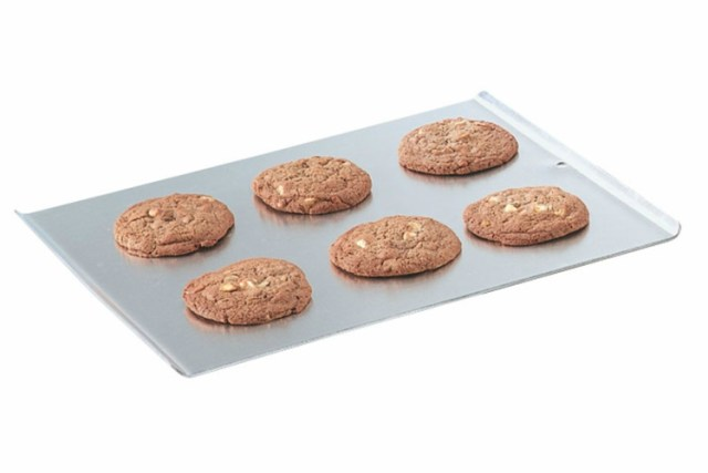 Rimless cookie sheet for moving cake layers