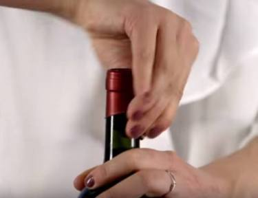 3 ways to open a wine bottle with a corkscrew