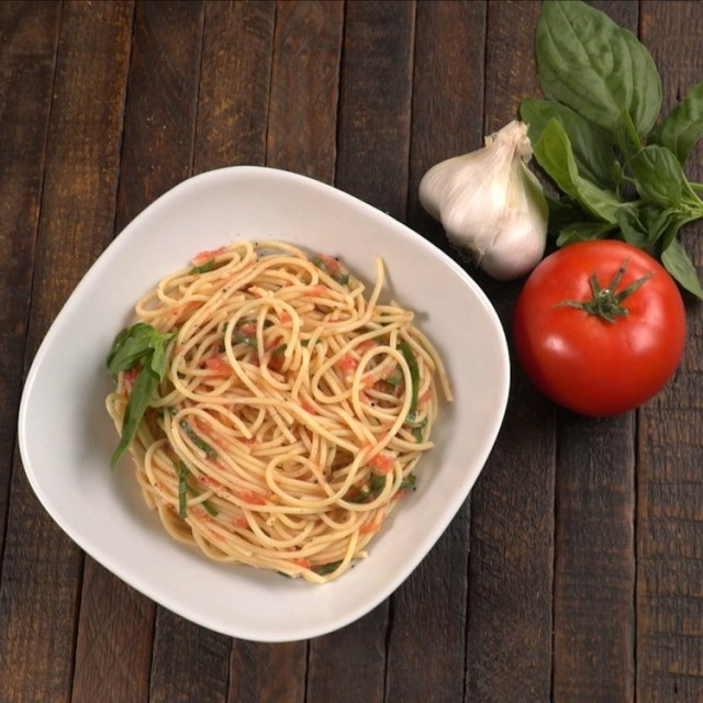 White bowl of pasta with no-cook tomato sauce