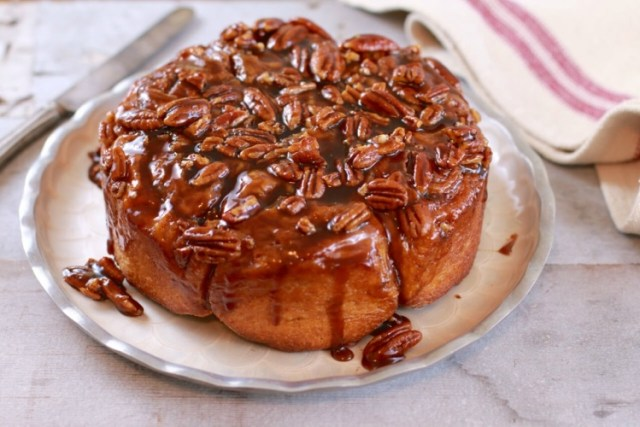 Sticky buns made with no kneading and no machine