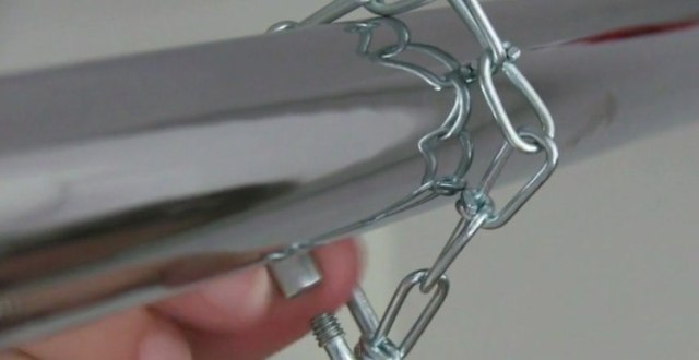 chainlink attaches to rod