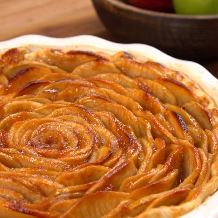 Apple Rose Pie Recipe & Video   TipHero