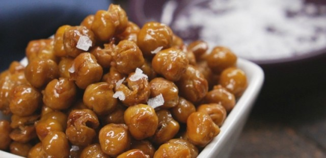 close-up-honey-roasted-chickpeas
