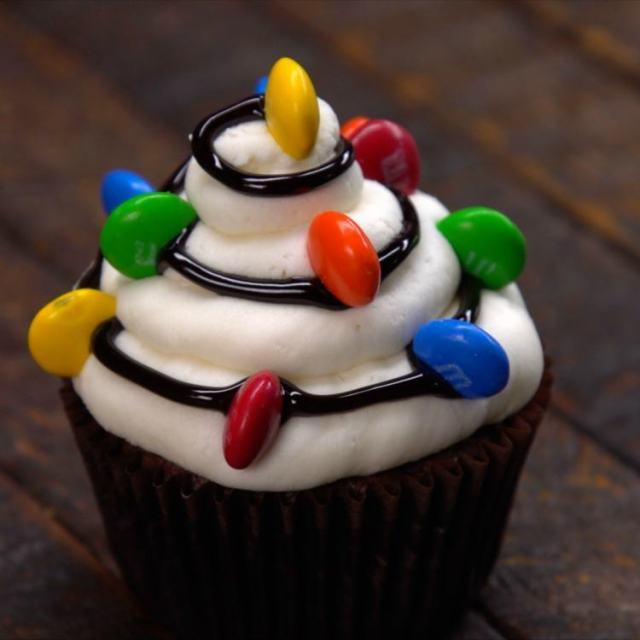 Decorative Christmas Cupcakes Recipes & Video