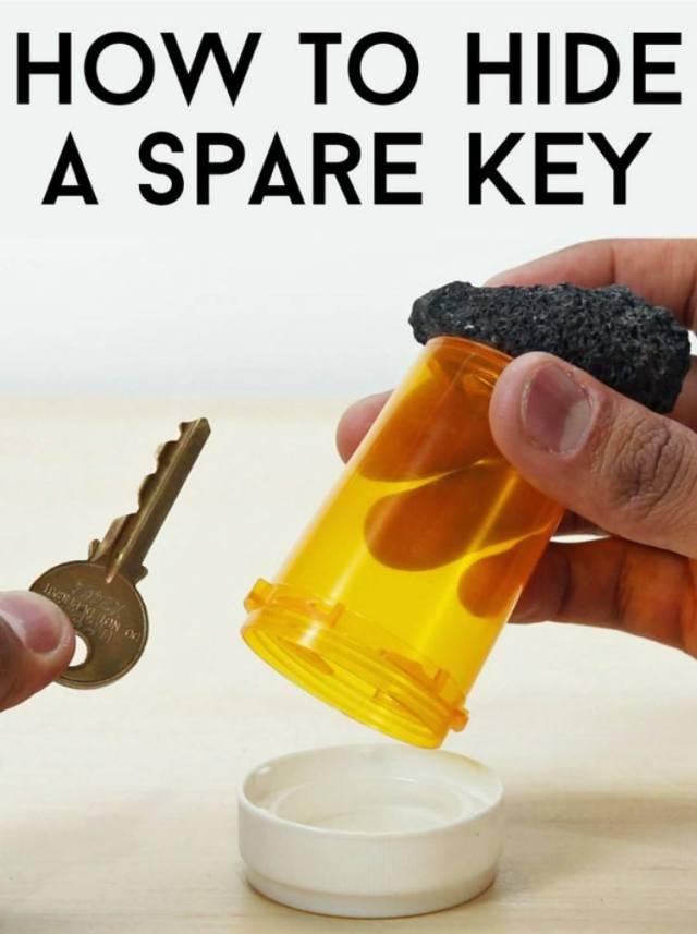 Key hidden in pill bottle.