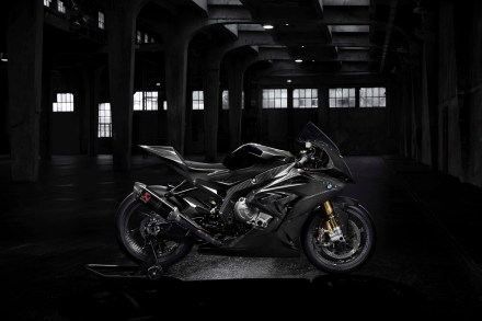 2017-bmw-hp4-race-high-resolution-photos-03