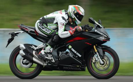 pebalap-trick-star-test-ride-cbr250rr-vs-ninja-250-vs-r25-1