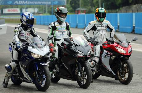 pebalap-trick-star-test-ride-cbr250rr-vs-ninja-250-vs-r25-2c