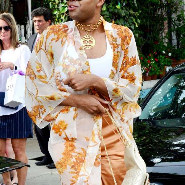EJ Johnson the son of Basketball legend Magic Johnson looks very fashionable as he leaves lunch at the Ivy Restaurant in Beverly Hills, Ca  Picture by: London Entertainment/Splash   Ref: LELA 090318 B  Splash News and Pictures Los Angeles: 310-821-2666 New York: 212-619-2666 London: 207-107-2666 photodesk@splashnews.com www.splashnews.com