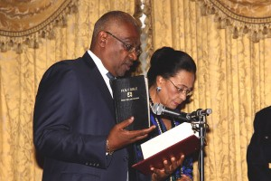 Bahamas_Minnis_sworn_in
