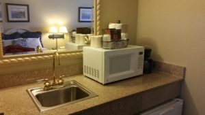 Blue Harbor Resort - Loft Suite - sink & microwave