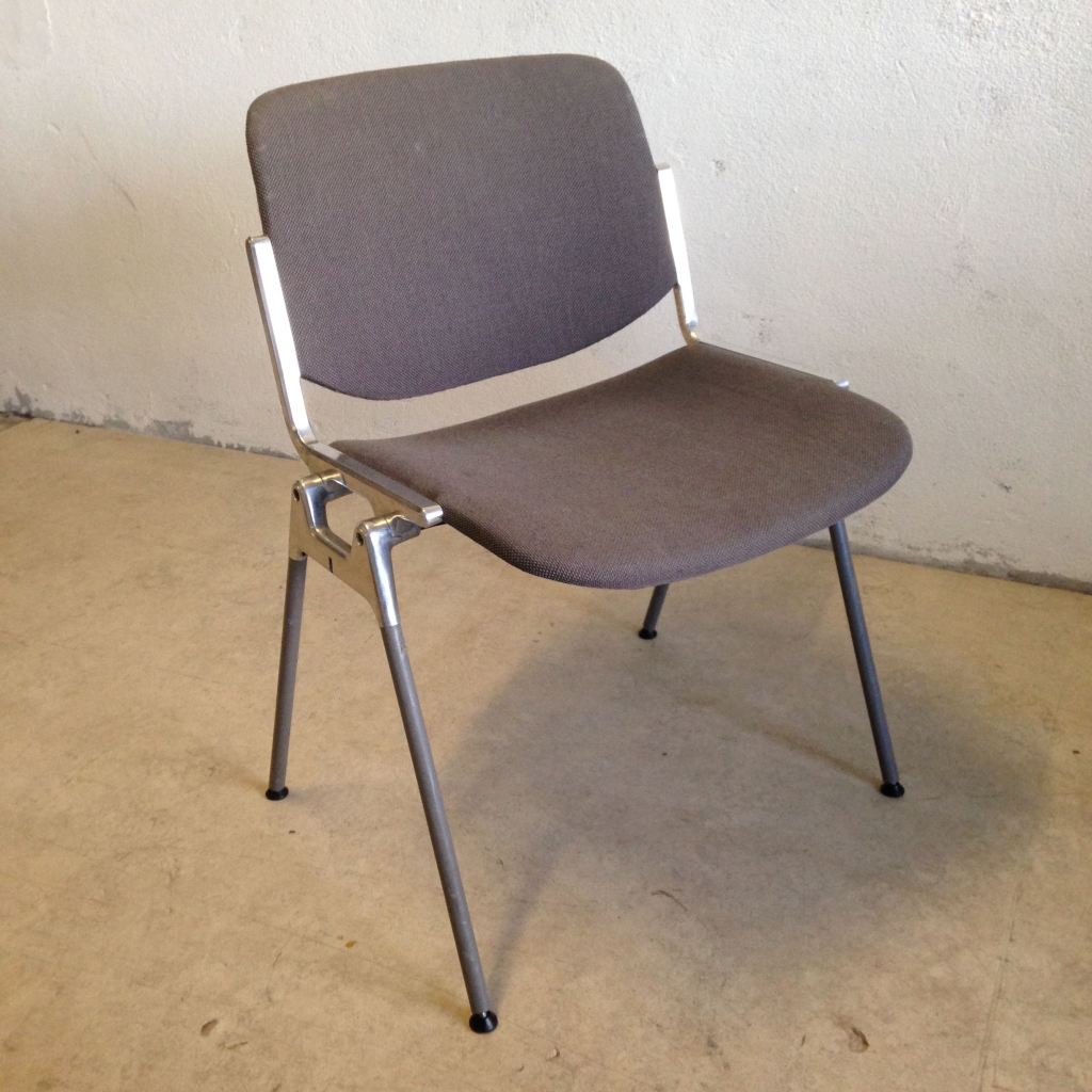 Castelli stackable chair