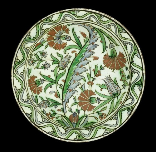 iknik pottery dish via bonhams