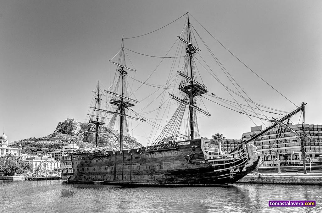 navio-santisima-trinidad-puerto-alicante
