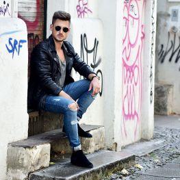 Tommeezjerry-Styleblog-Männerblog-Männer-Modeblog-Berlin-Berlinblog-Männermodeblog-Outfit-Pre-Fall-Look-Bikerlederjacke-Be-Edgy-Chelseaboots-Ripped-Jeans-Herbstlook