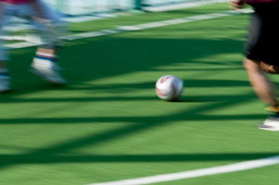 サッカー ドリブルシーン