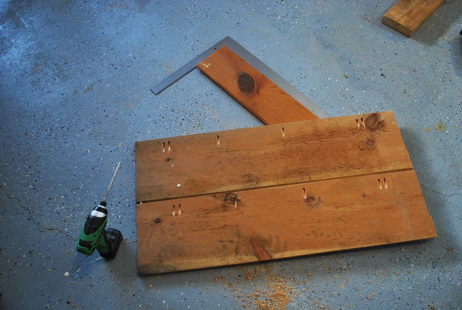Amazing photo of  screws and wood glue attach the wood paneling for the table top with #996232 color and 1600x1074 pixels