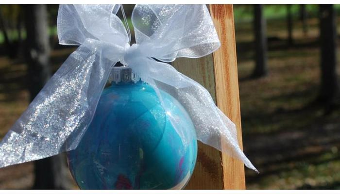 2015 Ornament Exchange: How to Create a Marbled Glass Ornament