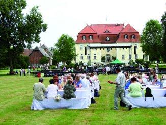 Konzert im Schlosspark Stechau im Landkreis Elbe-Elster