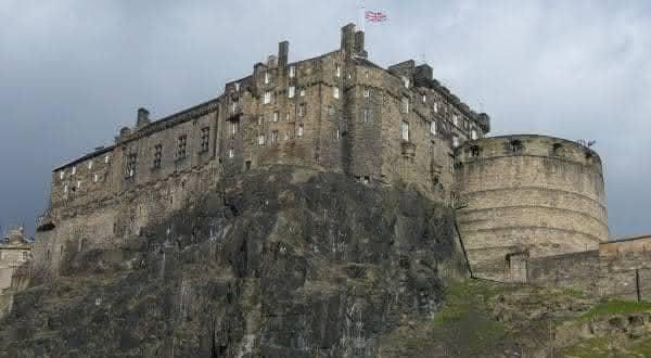 castelo de edinburgh entre os lugares mais assombrados ao redor do mundo