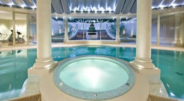 Lev Leviev entre as piscinas mais caras do mundo