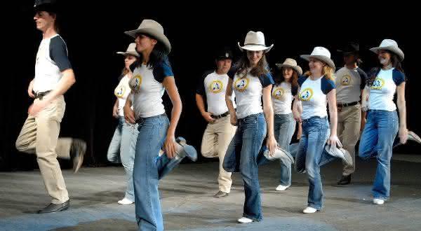 dança em linha entre os estilos de dança mais populares do mundo
