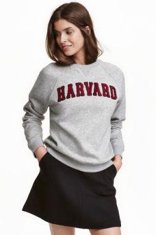 sweatshirt-with-applique-hm