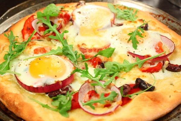 بيتزا البيض و الجرجير