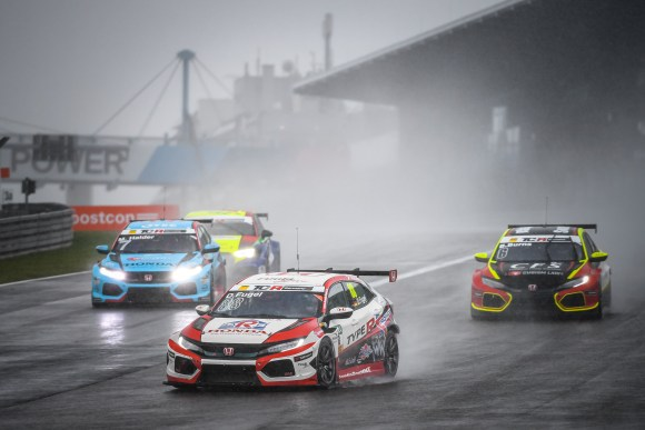 Regenchaos auf dem Nürburgring © ADAC Motorsport